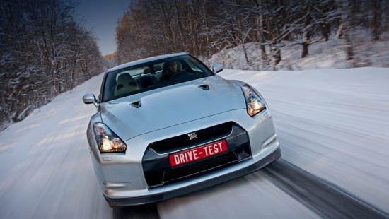 Test drive a sports coupe Nissan GT-R in dynamics